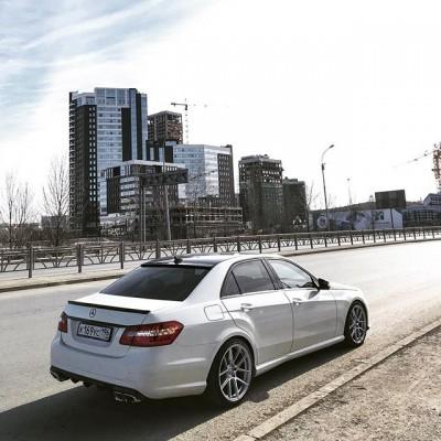 Диски Maons MR10 в цвете Hyper Silver на Mercedes-Benz W212 нашего клиента.  Передняя ось: 19x8.5 ET35 Задняя ось: 19x9.5 ET35  Данные диски также доступны к заказу, срок поставки 30 дней.  49.000р / комплект  #mercedes #w212 #wheels #stance #fitment #mercedesbenz #mercedeswheels #диски #дискимерседес #шиныдиски